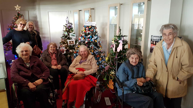 Inglefield Takes Trip To Brighstone Christmas Tree Festival