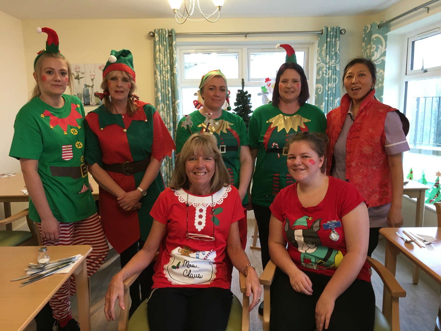 Dunmore Celebrates Elf Day with Alzheimer's Society!
