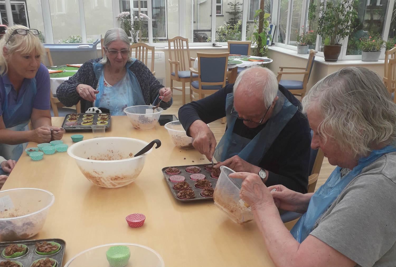 Alzheimer's Cupcake Day at Kingland House!